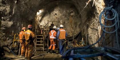 Ministra Williams conmemora Día del Minero con trabajadores de Codelco Andina