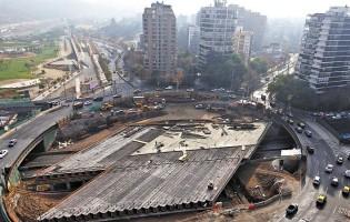 Así se desmonta la rotonda Pérez Zujovic, ícono urbano de la zona oriente de Santiago