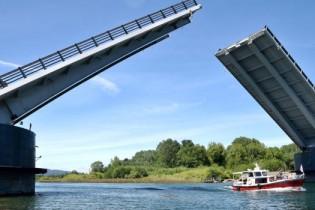 AZVI señala que MOP habría manipulado informe a cargo de detectar fallas en Puente Cau Cau