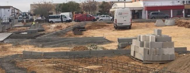 Comienza la construcción del nuevo aparcamiento público y una zona de esparcimiento canino en Olivares