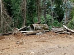 Escombros en ruta a Santa Elvira preocupa a vecinos: temen posible construcción de dique