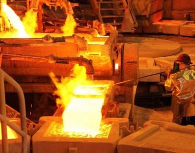 Mercado del cobre registra superávit, pero precio sube más de 1% en Londres