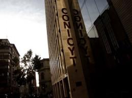 Estudiantes de postgrado de la UACh acusan negligencia del Conicyt ante polémica por becas